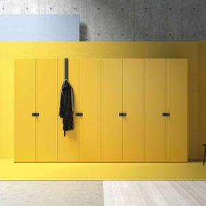 Armario multiusos color amarillo de puertas batientes