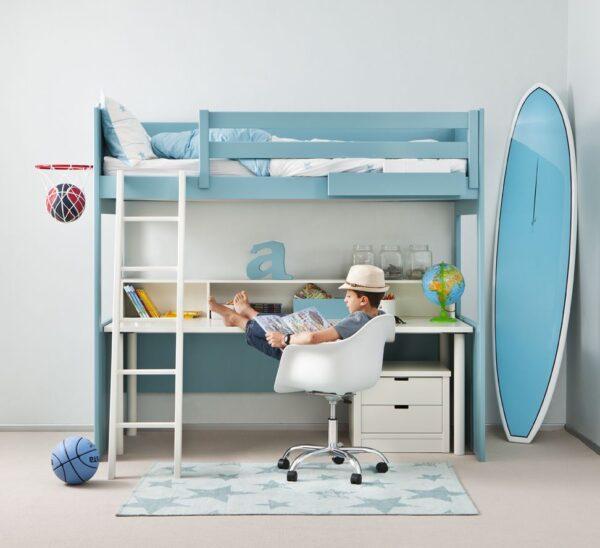 Cama alta con escritorio debajo