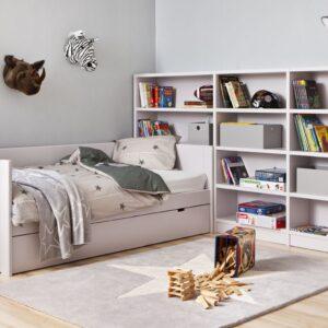 Dormitorio con estanterías gris 1